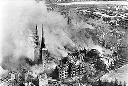 Bombing of Lübeck © Quelle Bundesarchiv, Bild 146-1977-047-16 unbekannt CC-BY-SA